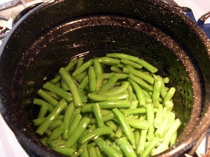 A large pot full of blanched green beans.